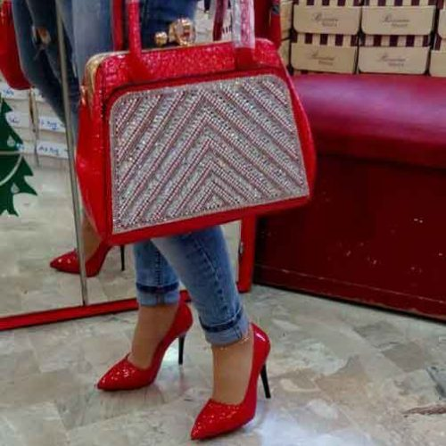 Red Shoes    حماه